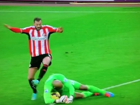 Tim Howard pulls off the most unconventionally effective piece of goalkeeping ever for Everton against Sunderland