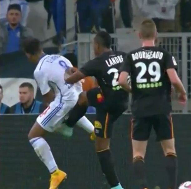 Marseille's Mario Lemina takes painful kick down below by opposing player