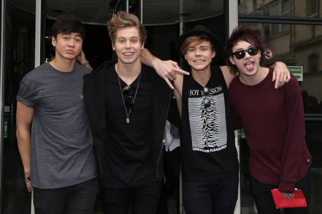 5 seconds of summer in Paris: Luke Hemmings, Michael Clifford, Calum Hood, Ashton Irwin