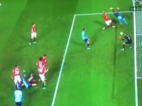 David De Gea makes superb last-gasp save to ensure Manchester United beat Stoke City