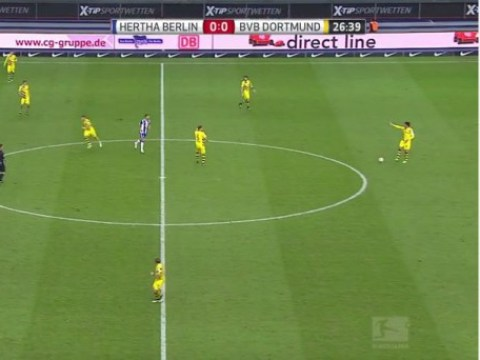 Mats Hummels stops play to allow Hertha Berlin player to put boot back on during Borussia Dortmund game