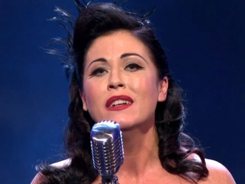 Jessie Wallace shows off singing skills on Bruce Forsyth's Hall Of Fame, wins standing ovation