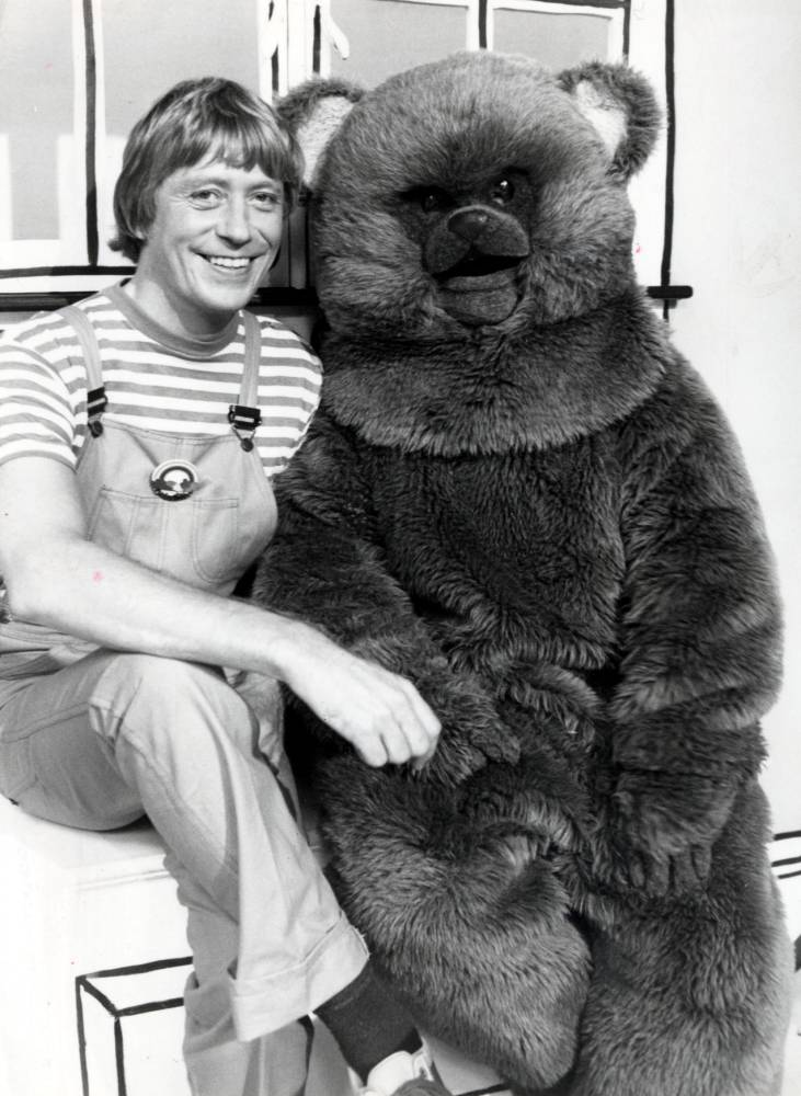 TELEVISION PROGRAMME: Rainbow (1981) Picture shows Geoffrey Hayes with Bungle the Bear.