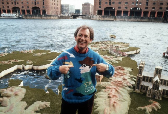EDITORIAL USE ONLY / NO MERCHANDISING  Mandatory Credit: Photo by ITV/REX (1689328bp)  Fred Talbot on the weather map on Albert Dock  'This Morning' TV Programme, Liverpool, Britain. - 1990
