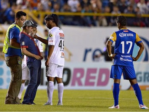 Pitch invader brings Mexican Cup clash to a halt to ask Ronaldinho for an autograph