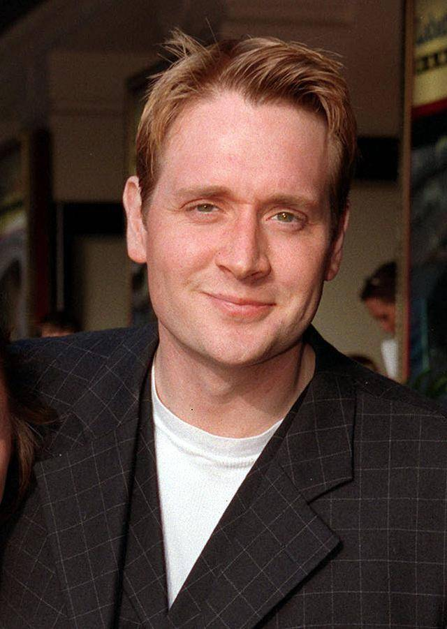 Library file, dated 21/07/98 Former Coronation Street actor Glenn Hugill, who was revealed, Wednesday 5th April, as the voice behind the 'banker' on Noel Edmonds' Channel 4 show Deal Or No Deal . Programme bosses had previously refused to reveal the identity of the character. See PA story SHOWBIZ Deal. PRESS ASSOCIATION photo. Photo Credit should read: PETER JORDAN/PA. Unique Reference No. 1113812