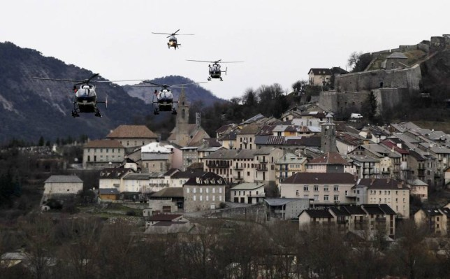 epaselect epa04677923 Helicopters of the French gendarmerie and emergency services fly over Seyne-les-Alpes as they resume works to recover the bodies and the remains of the Airbus A320 that crashed the previous day in the Alps (France) on 25 March 2015. Search crews planned to resume helicopter flights around dawn on 25 March 2015 to the remote mountainside in southern France where Germanwings Flight 4U 9525 from Barcelona to Duesseldorf crashed after a rapid descent, likely killing all 150 people aboard on 24 March.  EPA/ALBERTO ESTEVEZ