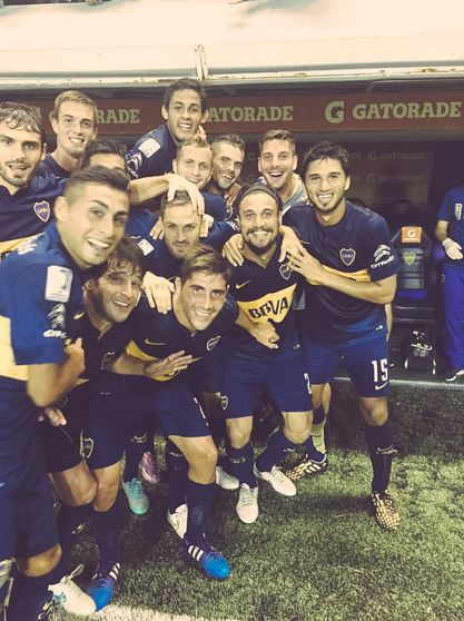 Dani Osvaldo celebrates first Boca Juniors goal with brilliant team photo