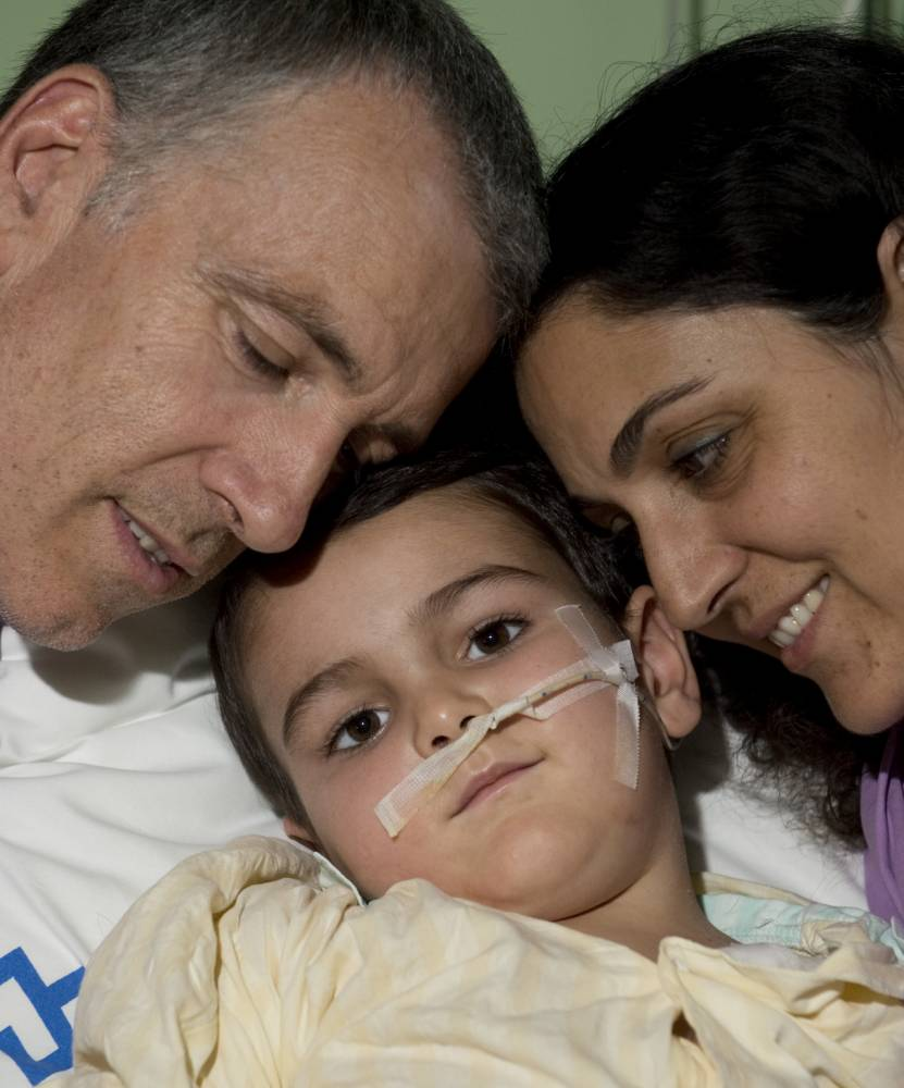 EXCLUSIVE NEWSPAPER RIGHTS-MANAGED PROJECT / ** PRINT BEFORE WEB ** / PICTURE - MARK LARGE ...17.09.14 Brett and Naghemeh Kiing sit with their son Ashya,5   in his hospital bed on the intensive care ward at the Motol university hospital, he has now had three sessions at the Proton Therapy Centre, Prague , Czech Republic. pppp  pppp