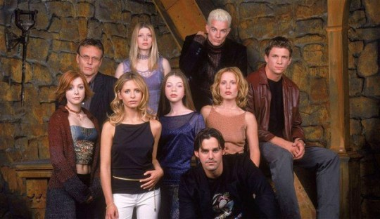 Buffy The Vampire Slayer Stars Sarah Michelle Gellar And Alyson