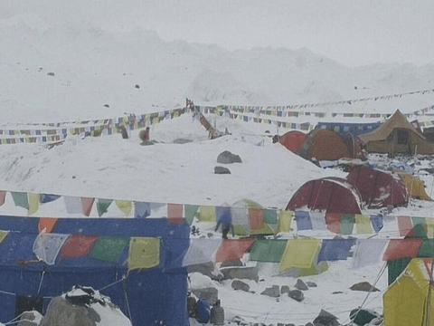 Nepal earthquake: Everest avalanche kills at least 18 climbers