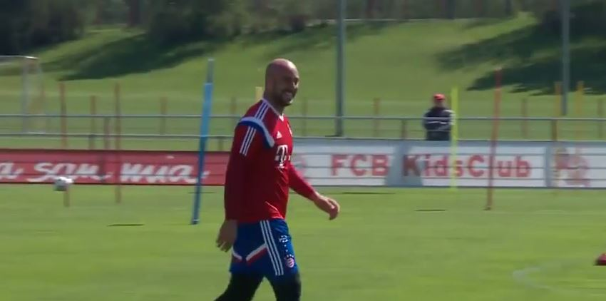 Pepe Reina does a Mario Balotelli after performing impressive bicycle kick during Bayern Munich training