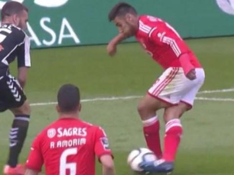 Liverpool transfer target Eduardo Salvio pulls off amazing 'Aurelio' trick