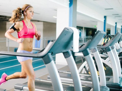 13 struggles every girl has at the gym