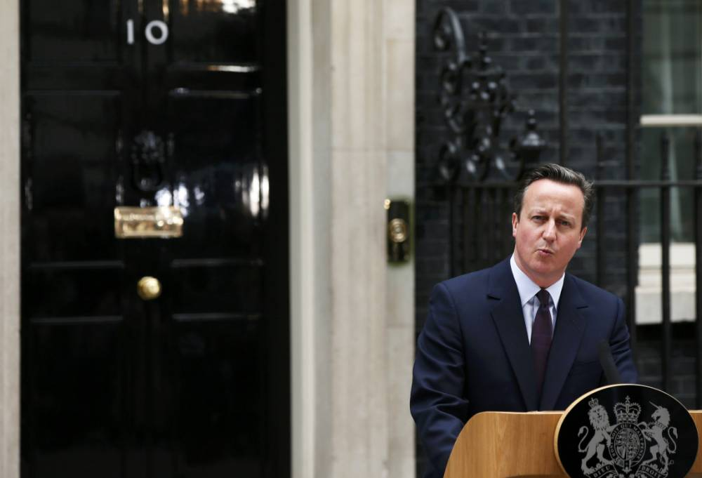 Britain's Prime Minister David Cameron speaks outside Number 10 Downing Street to announce he will form a new majority goverment in London, Britain May 8, 2015. Prime Minister David Cameron won a stunning election victory in Britain, overturning poll predictions that the vote would be the closest in decades to sweep easily into office for another five years, with his Labour opponents in tatters.    REUTERS/Phil Noble