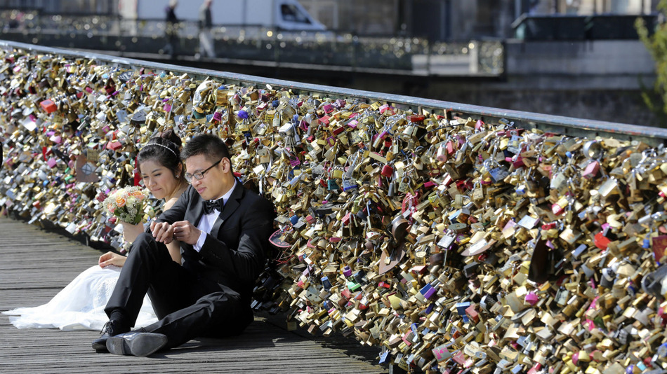 Romance is dead: Paris just banned people from making love locks on bridge (and is removing all existing ones)