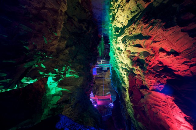 Zip World Caverns – Llechwedd Slate Caverns, Blaenau Ffestiniog Picture: Jason Lock Further info: Weber Shandwick  Bryan Bell: 077 7325 8367 (bbell2@webershandwick.com Owen LaBeck:  077 0318 2852 (OLaBeck@webershandwick.com) Full credit always required as stated in T&C's. PR and Press release use only, no further reproduction without prior permission. Picture © Jason Lock Photography +44 (0) 7889 152747 +44 (0) 161 431 4012 info@jasonlock.co.uk www.jasonlock.co.uk
