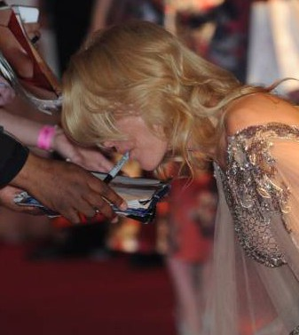 Gillian Anderson had to sign an autograph with her mouth because her hands were filled with gift bags