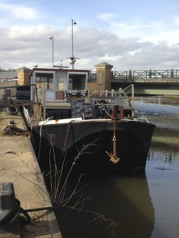FROM JOHN JEFFAY AT CASCADE NEWS LTD    0161 660 8087 /  07771 957773  john@cascadenews.co.uk / www.cascadenews.co.uk Syndicated for Colchester Gazette With pix of boat after raid, showiung damaged door.  Sorry, no pix of boat owner COPS who seized a bag of ICING SUGAR in a drugs raid are facing an £850 bill for damage. Richard Nicholson says it was an ingredient for his girlfriendís banoffee pie. Heís demanding compensation from Essex Police for the cost of the door to his houseboat, that they smashed in the raid. Mr Nicholson, owner of the barge Blacksmith at King Edwardsí Quay, Colchester, claims cops were acting on false and malicious tip-offs