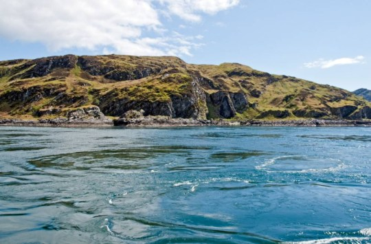 BMMJ8M The whirlpools of Corryvreckan between the islands of Scarba and Jura in the western isles of Scotland