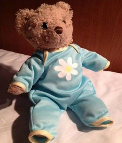 """A desperate 35-year-old woman is appealing for help after she lost her teddy on a busy street in the city centre. Neha Shah and her husband Ashish Gaur were going to dinner in Manchester city centre with their teddy Baboo when he fell out of her bag and was lost. Neha said: """"I took him out my bag to kiss him and I think he must have fallen out after that."""""""
