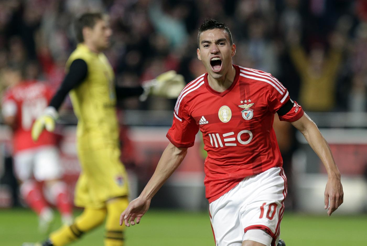 Liverpool 'plot to hijack Manchester United's transfer move for Benfica star Nicolas Gaitan'