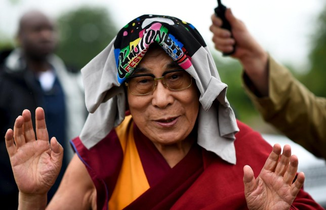 Dalai Lama gives speech at Glastonbury to huge crowd | Metro