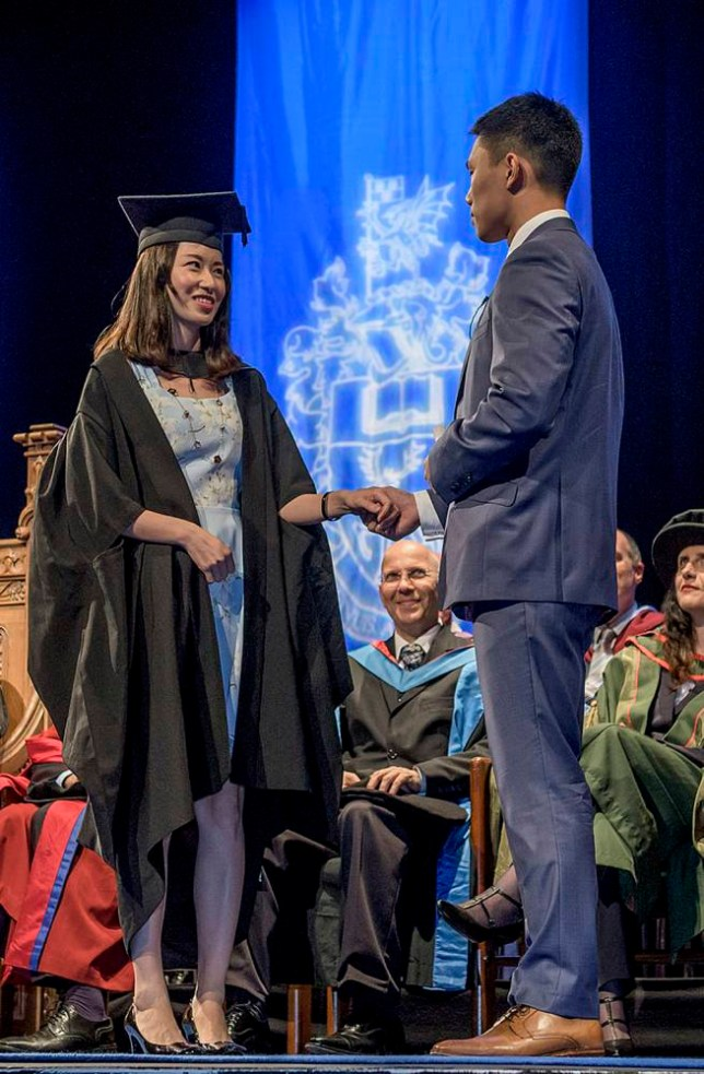 Man Proposes To His Girlfriend During Graduation Ceremony Metro News