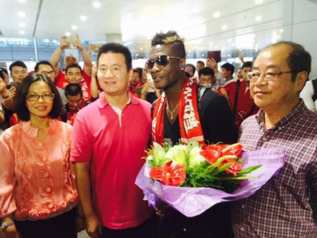 Gyan receives a warm welcome in Shanghai. (Picture: asamoahgyan3.com)