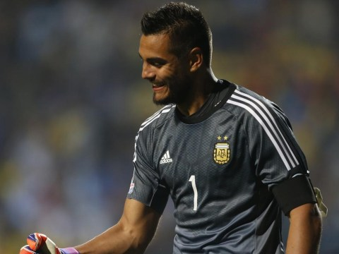 Sergio Romero 'to have medical ahead of Manchester United transfer'