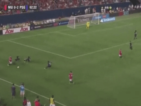 Watch the Luke Shaw skill that manages to completely outfox three PSG defenders