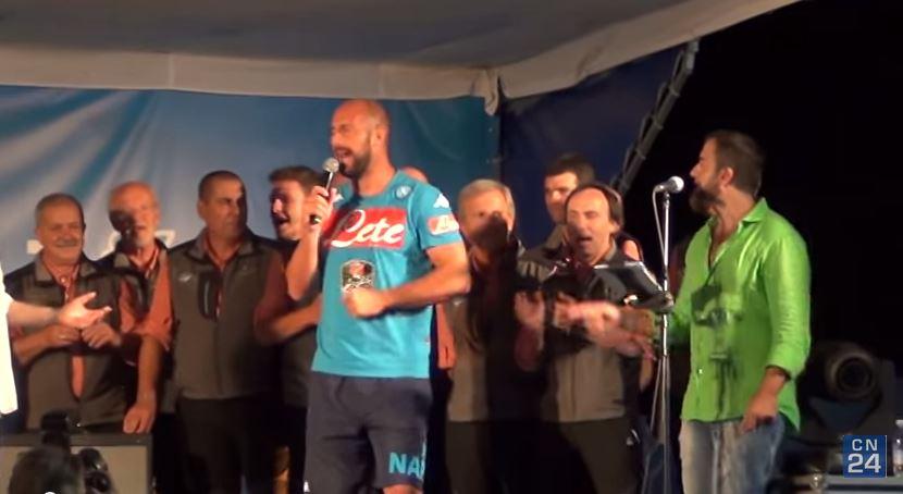 Watch Pepe Reina get seriously stuck into some karaoke on Napoli tour