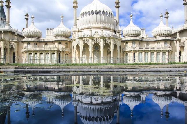 royal pavillion reflection panorama brighton uk simongurney/simongurney