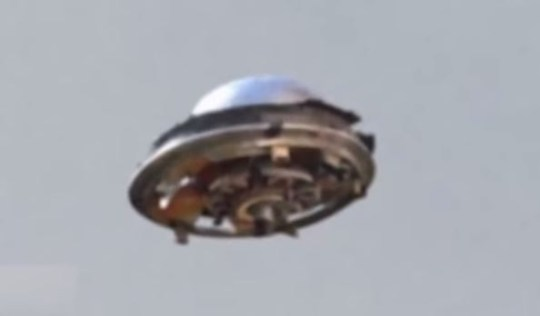 (Picture: UFO Sightings 2015/YouTube)