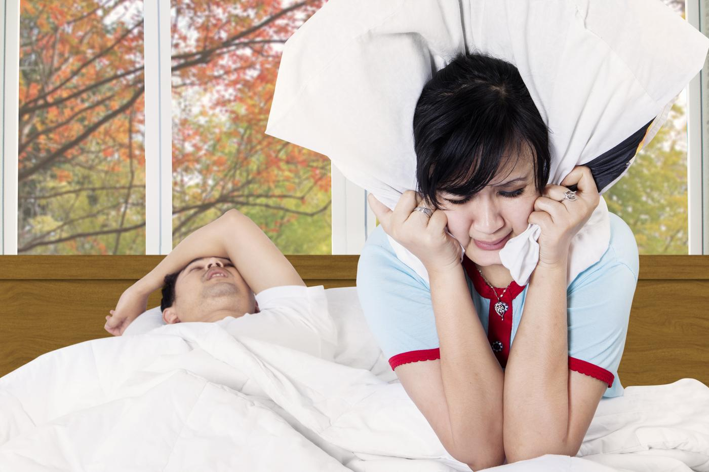 16 confessions of someone with a snoring partner