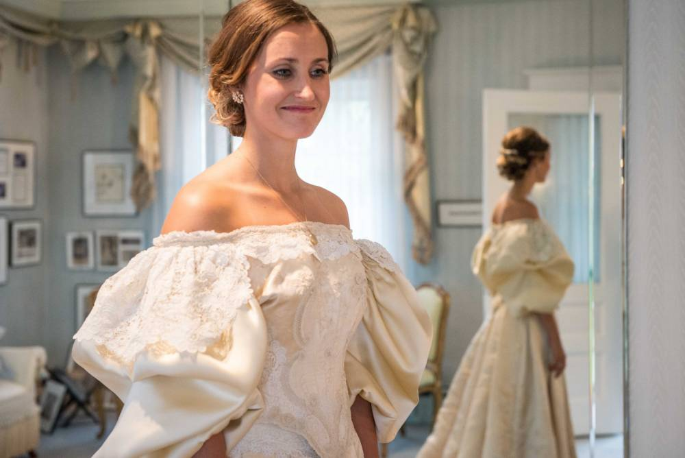 Image : 39641890 Abigail Kingston tries on a wedding dress, Sept. 22, 2015 that has been passed down in her family for over 100 years and will be the 11th bride to wear it. Easton-area designer Deborah Lopresti (not pictured) put in 200 hours to restore the dress. PHOTOGRAPH BY NJ Advance Media /Landov / Barcroft Media UK Office, London. T +44 845 370 2233 W www.barcroftmedia.com USA Office, New York City. T +1 212 796 2458 W www.barcroftusa.com Indian Office, Delhi. T +91 11 4053 2429 W www.barcroftindia.com