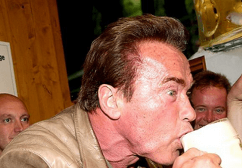 Arnold Schwarzenegger just poured the world's worst pint at Oktoberfest