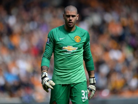 Chelsea considering transfer move for Manchester United keeper Victor Valdes, says report