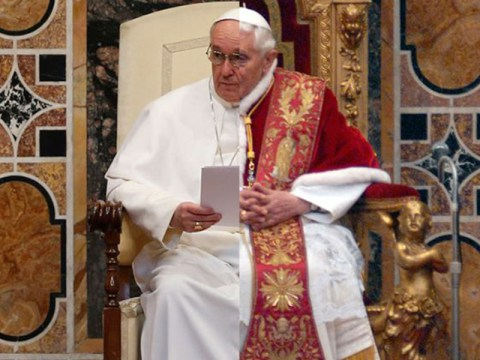 7 ways Pope Francis is way more modest than Pope Benedict