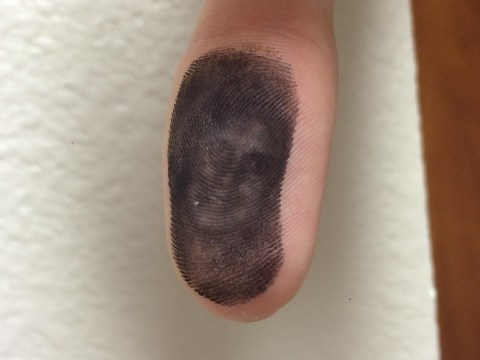 'Is that you, John Mayer?' Creepy guy's face appears on someone's thumb