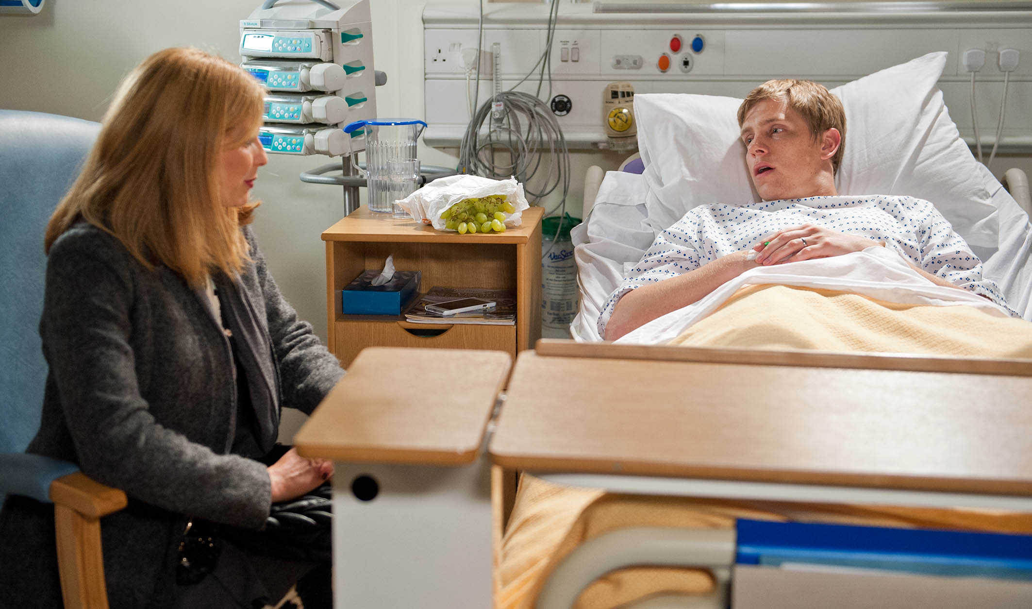FROM ITV STRICT EMBARGO - No Use Before Tuesday 20 October 2015 Emmerdale - Ep 7329 Monday 26 October 2015 Robert Sugden's [RYAN HAWLEY] interest is piqued when he hears Bernice Thomas [SAMANTHA GILES] has moved into Home Farm, knowing it could be useful to him. Bernice is thrown to learn she will have a separate room from Lawrence and tries to cover her disappointment. She covers when she gets a message from Robert asking her to visit him and he warns her the Whites are a dangerous family. He wants her to keep an eye on them... Picture contact: david.crook@itv.com on 0161 952 6214 Photographer - Amy Brammall This photograph is (C) ITV Plc and can only be reproduced for editorial purposes directly in connection with the programme or event mentioned above, or ITV plc. Once made available by ITV plc Picture Desk, this photograph can be reproduced once only up until the transmission [TX] date and no reproduction fee will be charged. Any subsequent usage may incur a fee. This photograph must not be manipulated [excluding basic cropping] in a manner which alters the visual appearance of the person photographed deemed detrimental or inappropriate by ITV plc Picture Desk. This photograph must not be syndicated to any other company, publication or website, or permanently archived, without the express written permission of ITV Plc Picture Desk. Full Terms and conditions are available on the website www.itvpictures.com
