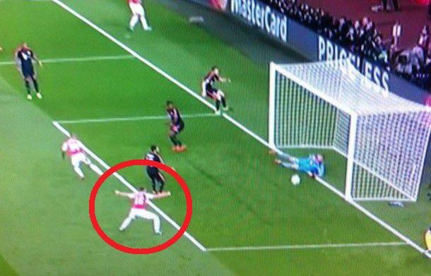 Arsenal's Aaron Ramsey was already celebrating before Manuel Neuer's wondersave for Bayern Munich