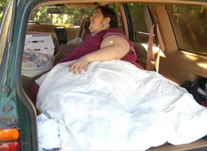 800lb man kicked out of hospital after he ordered a pizza Credit: WJAR