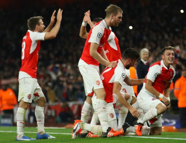LONDON, ENGLAND - OCTOBER 20: Mesut Ozil of Arsenal celebrates scoring with team mates during the UEFA Champions League match between Arsenal and Bayern Munich at The Emirates Stadium on October 20, 2015 in London, United Kingdom. (Photo by Mitchell Gunn/Getty Images)
