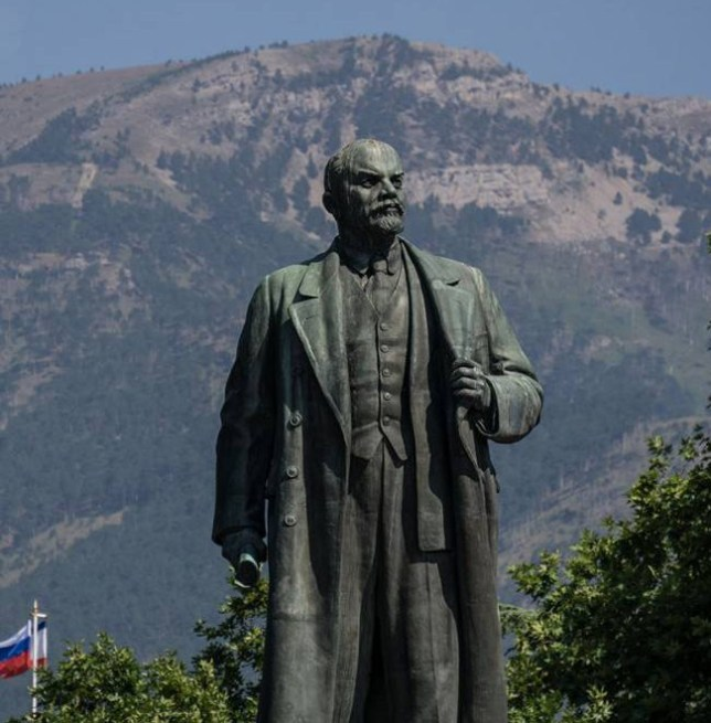YALTA, CRIMEA - AUGUST 11: A statue of Lenin is seen on August 11, 2015 in Yalta, Crimea. Russian President Vladimir Putin signed a bill in March 2014 to annexe the Crimean peninsula but Ukraine and most of the international community do not recognise its annexation. (Photo by Alexander Aksakov/Getty Images)