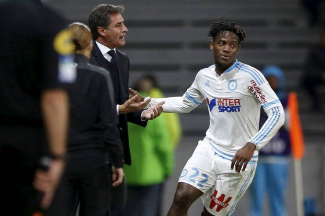 Michy Batshuayi (R) of Olympique Marseille celebrates with his coach Jose Gonzalo Martin Del Campo (L) after scoring a goal during their French Ligue 1 soccer match against Lille at the Pierre Mauroy stadium in Villeneuve d'Ascq near Lille, October 25, 2015. REUTERS/Pascal Rossignol