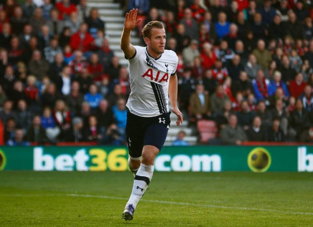 BOURNEMOUTH, ENGLAND - OCTOBER 25: Harry Kane of Tottenham Hotspur celebrates scoring his team's fourth goal during the Barclays Premier League match between A.F.C. Bournemouth and Tottenham Hotspur at Vitality Stadium on October 25, 2015 in Bournemouth, England. (Photo by Jordan Mansfield/Getty Images)