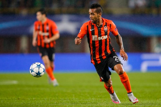 VIENNA, AUSTRIA - AUGUST 19: Alex Teixeira of Donetsk controls the ball during the UEFA Champions League: Qualifying Round Play Off First Leg match between SK Rapid Vienna and FC Shakhtar Donetsk on August 19, 2015 in Vienna, Austria. (Photo by Christian Hofer/Getty Images)