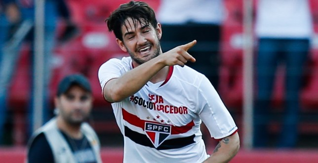 SAO PAULO, BRAZIL - JULY 26: Alexandre Pato of Sao Paulo celebrates their first goal during the match between Sao Paulo and Cruzeiro for the Brazilian Series A 2015 at Morumbi stadium on July 26, 2015 in Sao Paulo, Brazil. (Photo by Alexandre Schneider/Getty Images)