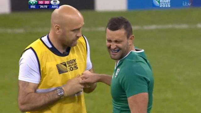 Ireland's Dave Kearney dislocates his finger v Argentina, casually carries on playing